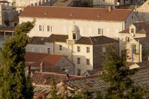hvar samostan 1