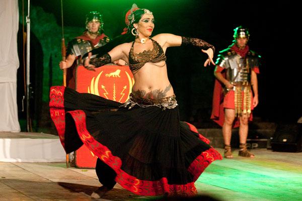 Trbušna plesačica-nastup amfiteatar 1a