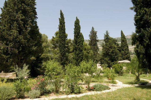 TZG KAštela Biblijski vrt