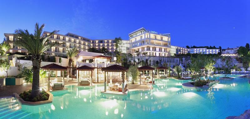 Hotel Amfora cascading pool manja