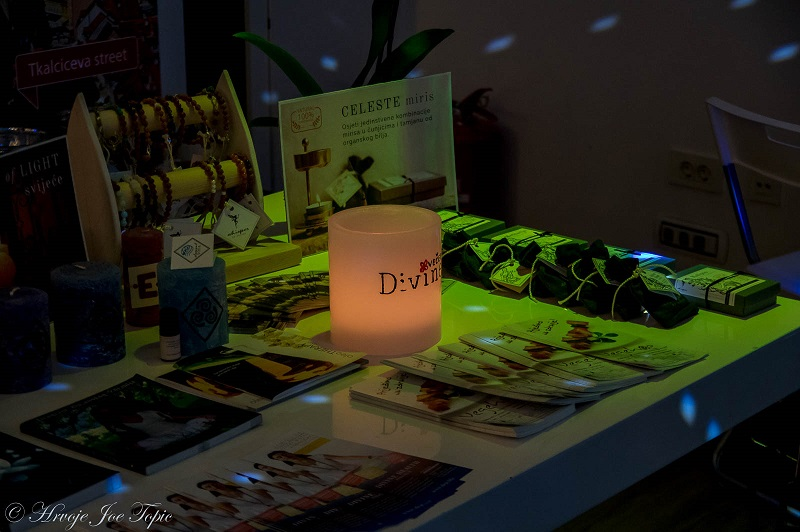 Divine (44)