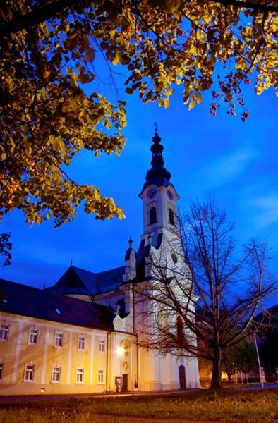 katedrala-sv-terezije-predvecer-medium