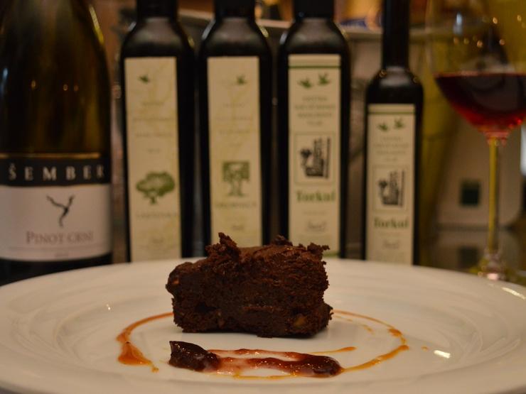 čokoladna torta s maslinovim uljem Torkul